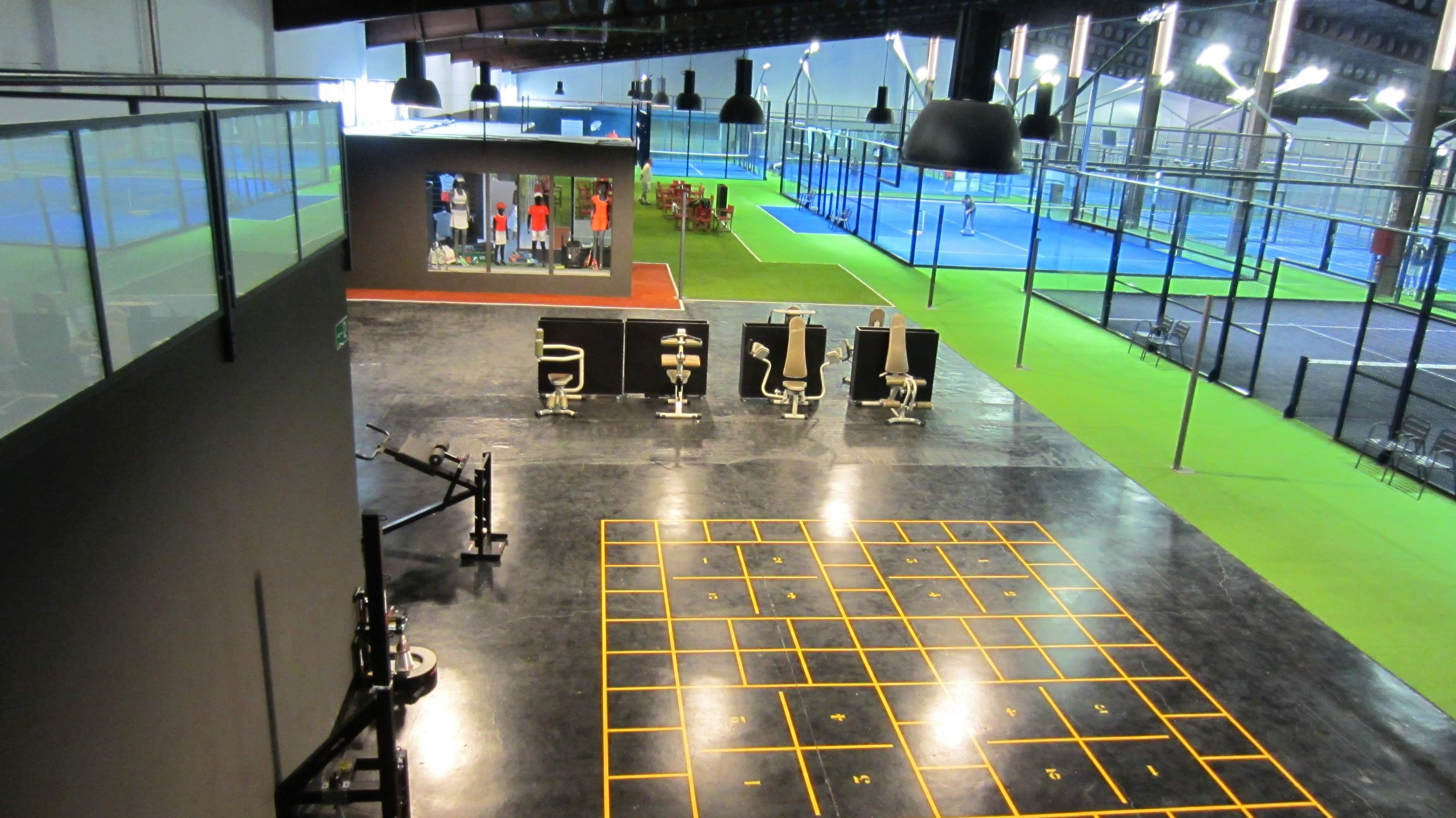 Gimnasio con las últimas tecnologías: Entrenador de reacciones, entrenamiento inercial, etc